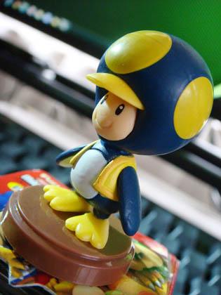 チョコエッグ SUPER MARIO BROS.Wii No.25 ペンギンピノキオ 青色