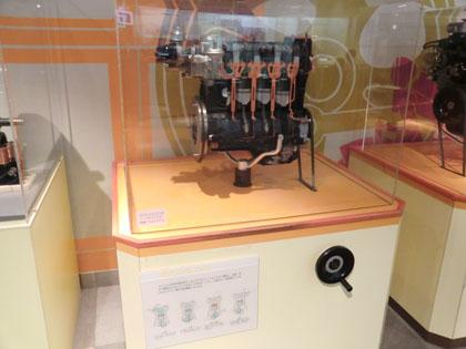 広島市交通科学館 ガソリンエンジン カットモデル