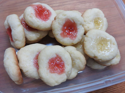 2種類のジャムの手作りクッキー