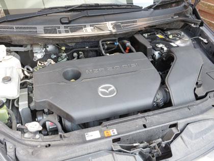 プレマシー エンジンルーム バッテリー