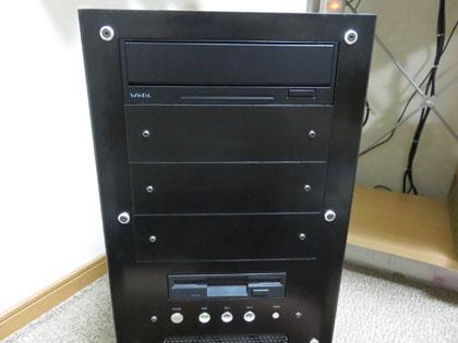 今回ファンコンを取り外しDVDドライブのパネルを設置したリビングPC