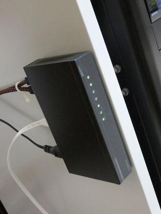 ロジテック ギガビット スイッチングハブ LAN-GSW05P/HGB 設置