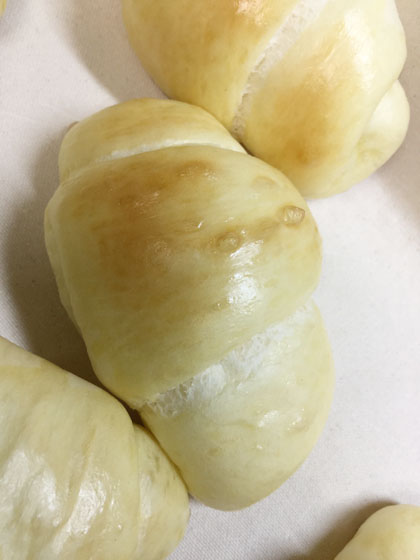 奥さん手作りロールパン