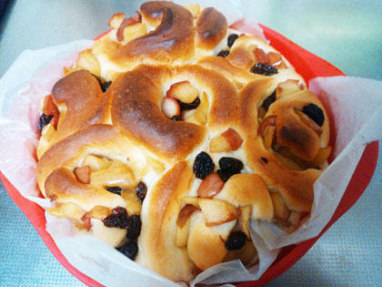 奥さん手作り朝食用アップルレーズンロールパン